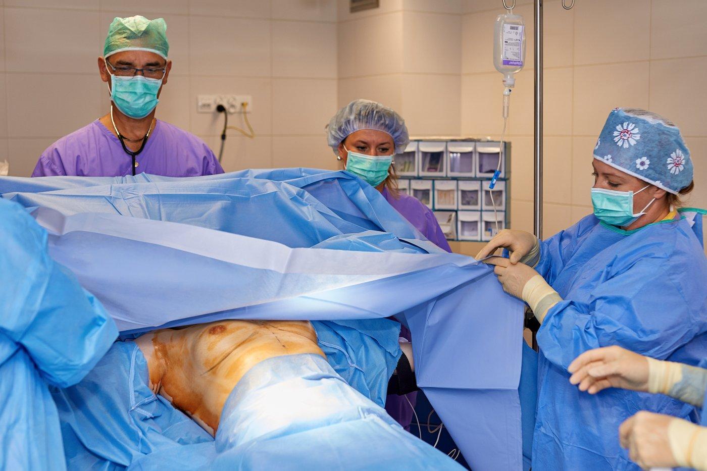 Zabieg powiększania piersi implantami 1